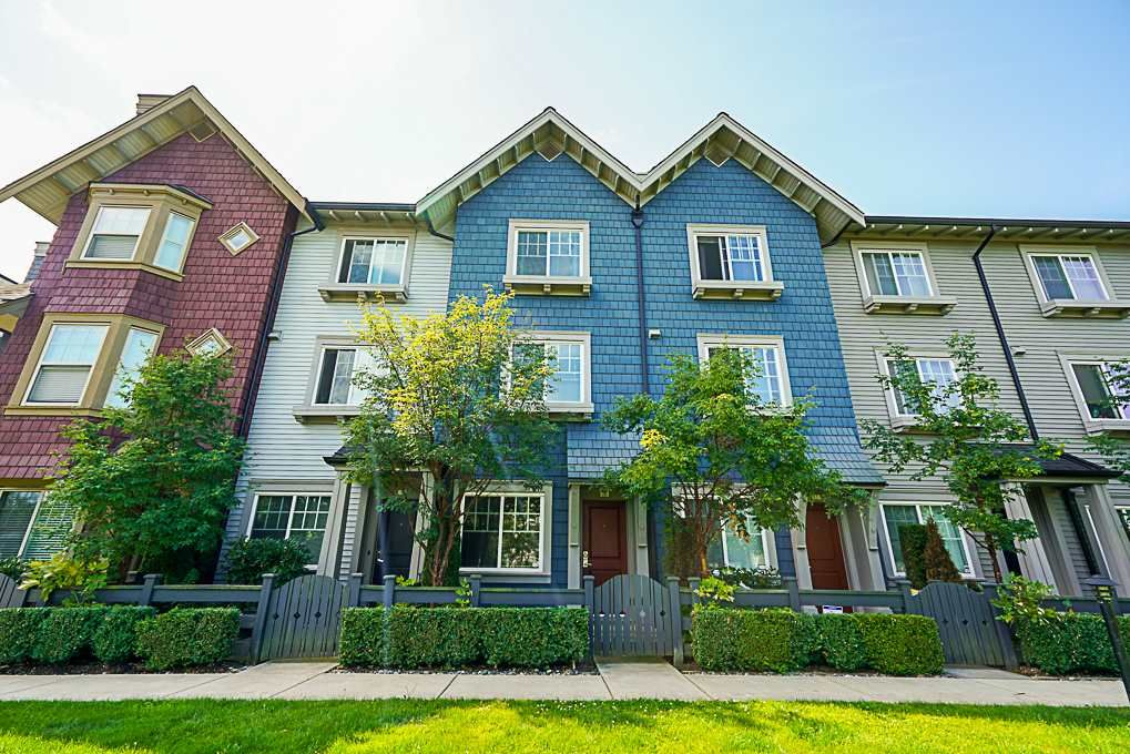 "Main Photo: 10 6450 187 Street in Surrey: Cloverdale BC Townhouse for sale in ""Hillcrest"" (Cloverdale)  : MLS®# R2288599"