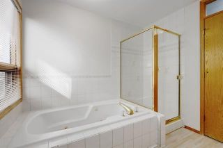 Photo 15: 24 SIGNATURE Way SW in Calgary: Signal Hill Detached for sale : MLS®# C4302567