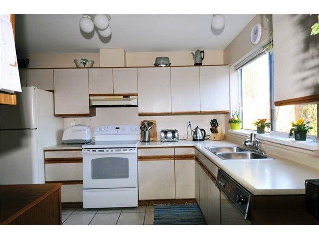 "Photo 11: Photos: # 207 20675 118TH AV in Maple Ridge: Southwest Maple Ridge Townhouse for sale in ""ARBOR WYNDE"" : MLS®# V1043404"