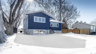 Photo 2: 943 Vaughan Street West in Moose Jaw: Westmount/Elsom Residential for sale : MLS®# SK841971