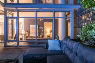 """Photo 4: 1017 788 RICHARDS Street in Vancouver: Downtown VW Condo for sale in """"L'HERMITAGE"""" (Vancouver West)  : MLS®# R2388898"""