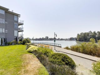 """Photo 2: 104 1990 E KENT AVENUE SOUTH in Vancouver: South Marine Condo for sale in """"Harbour House at Tugboat Landing"""" (Vancouver East)  : MLS®# R2607315"""