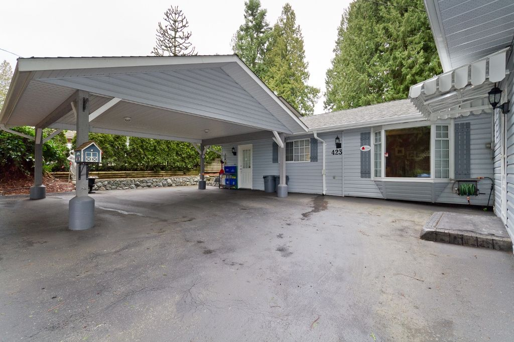 Photo 3: Photos: 423 WALKER Street in Coquitlam: Coquitlam West House for sale : MLS®# V938751