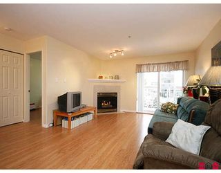 """Photo 2: 205 20189 54TH Avenue in Langley: Langley City Condo for sale in """"CATALINA GARDENS"""" : MLS®# F2900010"""