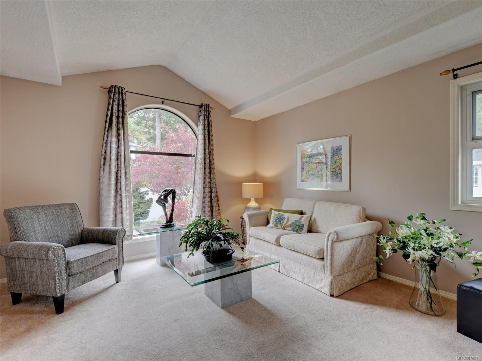 Main Photo: 3908 Lianne Pl in : SW Strawberry Vale House for sale (Saanich West)  : MLS®# 875878