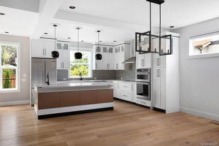 Photo 7: 2075 Neil St in : OB Henderson House for sale (Oak Bay)  : MLS®# 861427