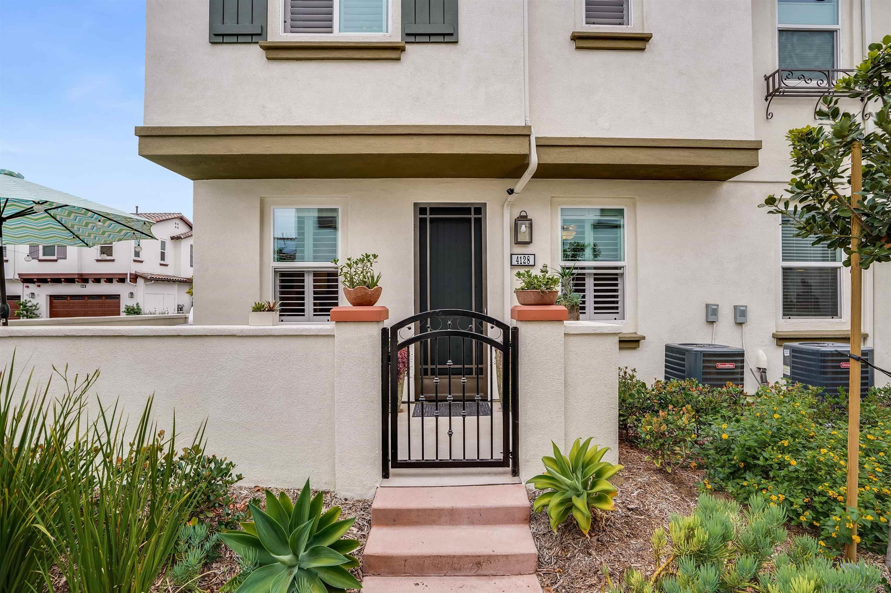 Main Photo: OCEANSIDE Townhouse for sale : 3 bedrooms : 4128 Rio Azul Way