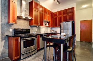 """Photo 6: 311 2635 PRINCE EDWARD Street in Vancouver: Mount Pleasant VE Condo for sale in """"SOMA LOFTS"""" (Vancouver East)  : MLS®# R2181499"""
