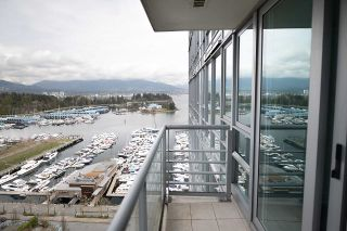 """Photo 8: 2005 590 NICOLA Street in Vancouver: Coal Harbour Condo for sale in """"The Cascina - Waterfront Place"""" (Vancouver West)  : MLS®# R2556360"""