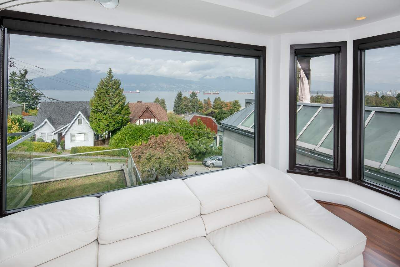 Photo 6: Photos: 4584 LANGARA Avenue in Vancouver: Point Grey House for sale (Vancouver West)  : MLS®# R2526134