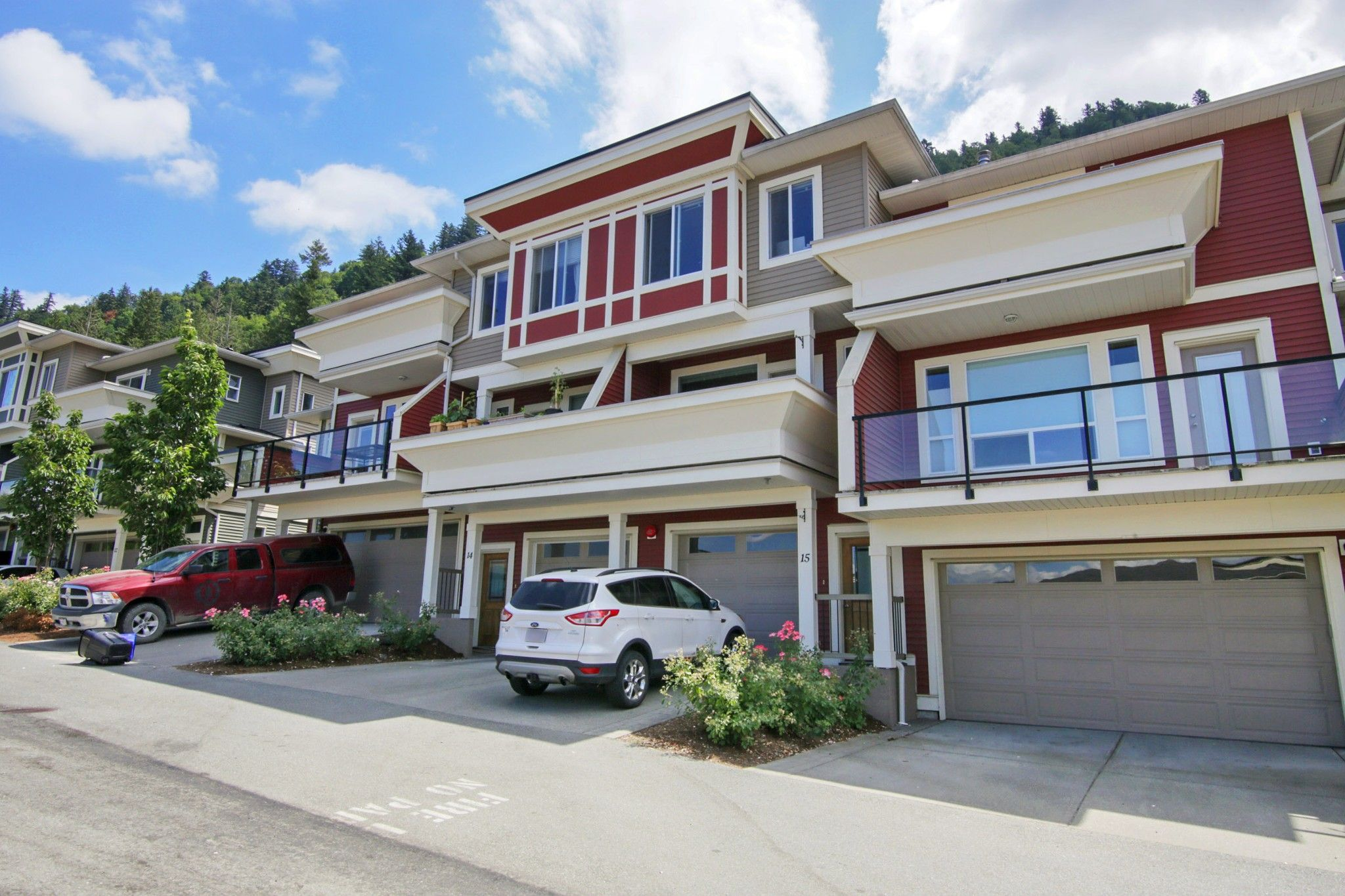 """Main Photo: 15 47315 SYLVAN Drive in Chilliwack: Promontory Townhouse for sale in """"The Spectrum"""" (Sardis)  : MLS®# R2604103"""