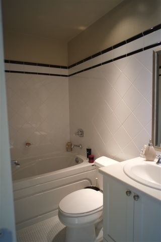 """Photo 14: 162 W 1ST Street in North Vancouver: Lower Lonsdale Townhouse for sale in """"ONE PARK LANE"""" : MLS®# R2024415"""