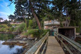 Photo 2: 7442 Mark Lane in Central Saanich: CS Willis Point House for sale : MLS®# 349869