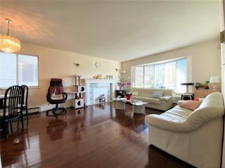 Photo 7: 2489 CHARLES Street in Vancouver: Renfrew VE House for sale (Vancouver East)  : MLS®# R2578207