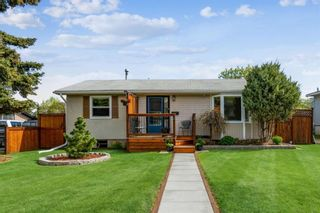 Photo 1: 8524 33 Avenue NW in Calgary: Bowness Detached for sale : MLS®# A1112879