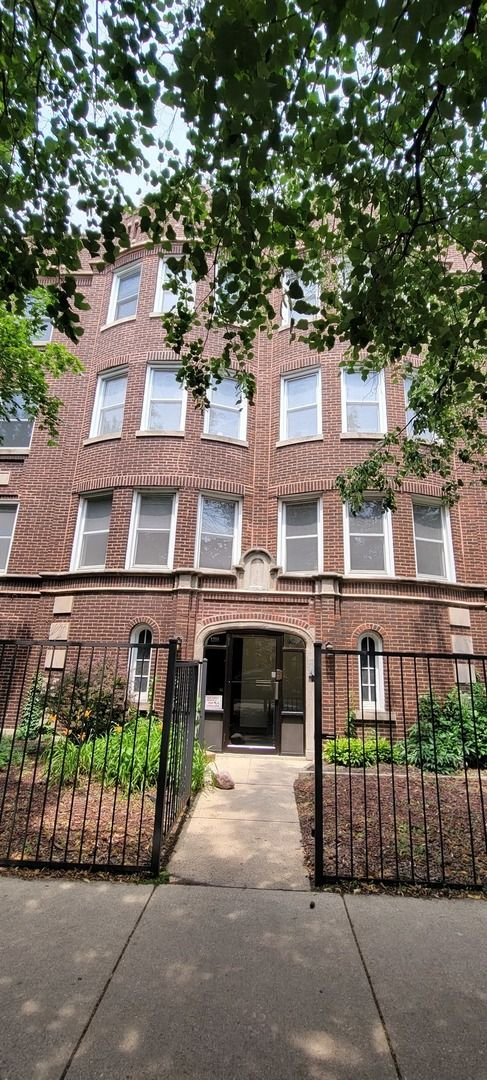 Main Photo: 1208 W Roscoe Street Unit 1 in Chicago: CHI - Lake View Residential Lease for lease ()  : MLS®# 11158746