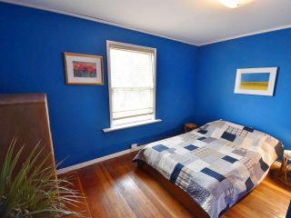 Photo 3: 2520 TRIUMPH Street in Vancouver: Hastings East House for sale (Vancouver East)  : MLS®# R2007829