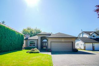 Photo 2: 20364 92A Avenue in Langley: Walnut Grove House for sale : MLS®# R2493533