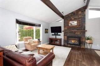 Photo 2: 1434 MAPLE Crescent in Squamish: Brackendale House for sale : MLS®# R2574059