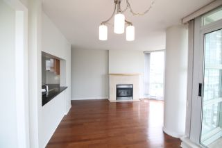 """Photo 10: 2006 1077 MARINASIDE Crescent in Vancouver: Yaletown Condo for sale in """"MARINASIDE RESORT"""" (Vancouver West)  : MLS®# R2074726"""