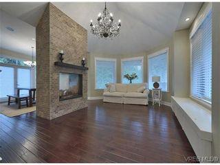 Photo 3: 710 Red Cedar Crt in VICTORIA: Hi Western Highlands House for sale (Highlands)  : MLS®# 629674