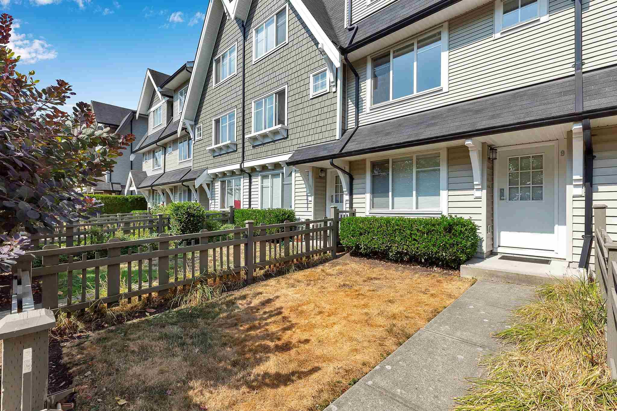 """Photo 3: Photos: 9 15871 85 Avenue in Surrey: Fleetwood Tynehead Townhouse for sale in """"Huckleberry"""" : MLS®# R2606668"""