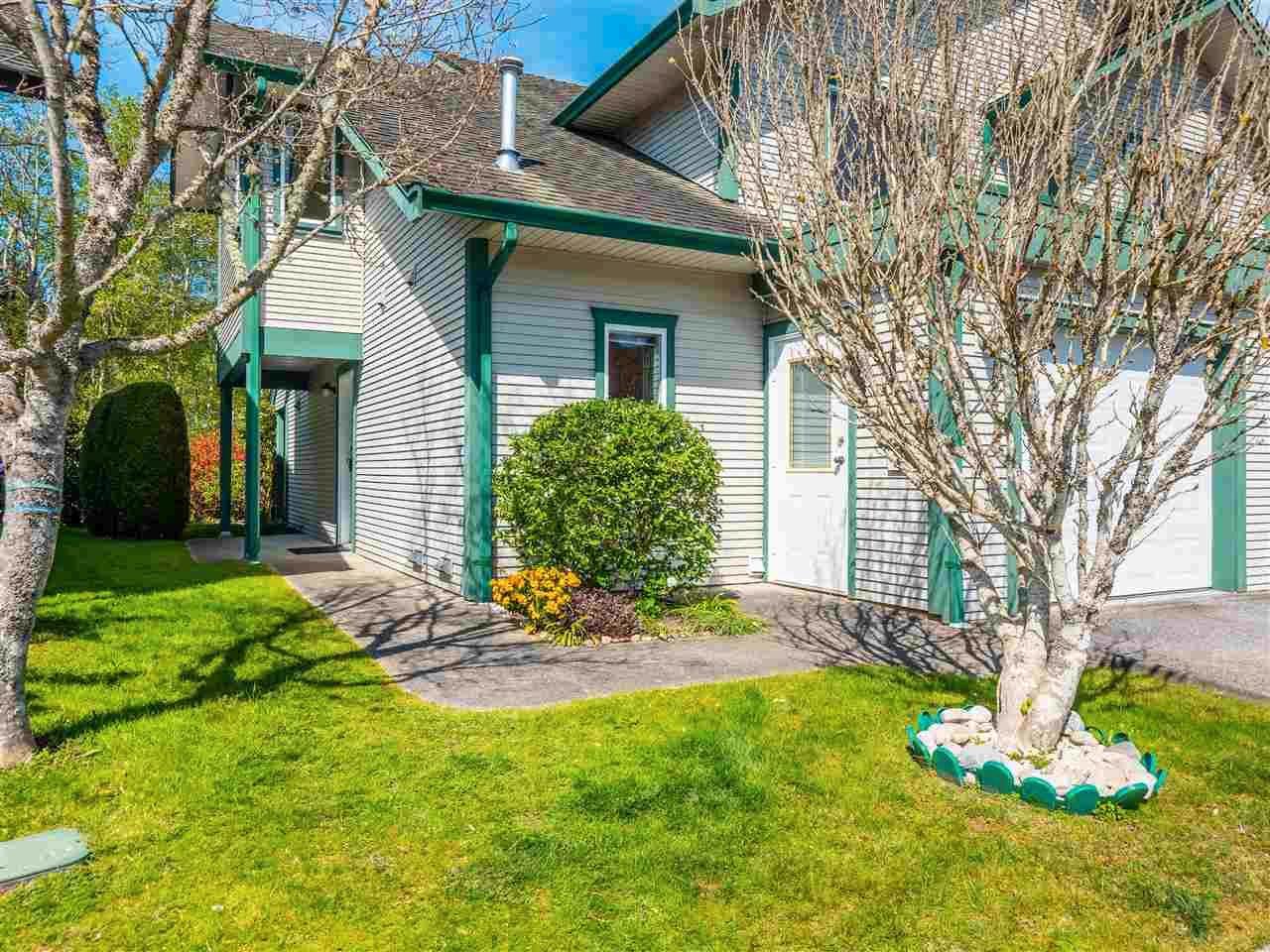 "Main Photo: 110 5711 EBBTIDE Street in Sechelt: Sechelt District Townhouse for sale in ""EBBTIDE PLACE"" (Sunshine Coast)  : MLS®# R2570212"