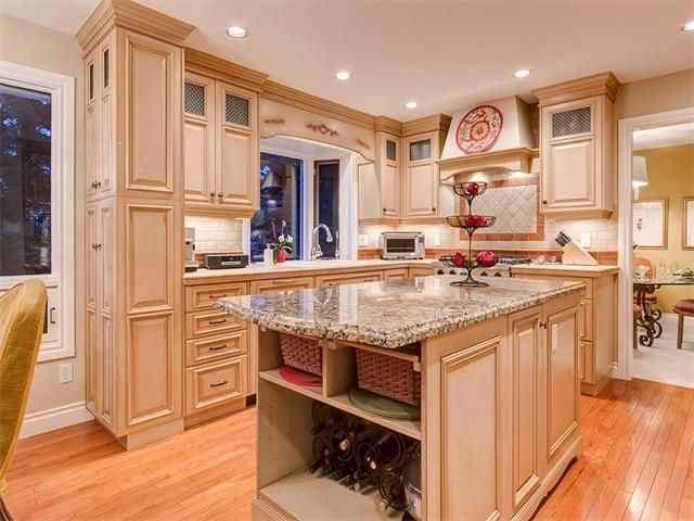 Photo 14: Photos: 7016 KENOSEE Place SW in Calgary: Kelvin Grove House for sale : MLS®# C4055215