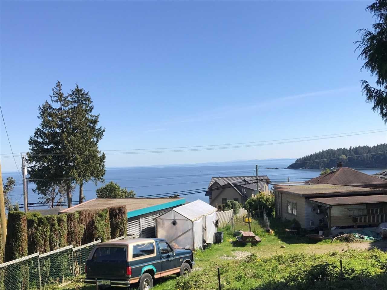 Main Photo: 6220 SUNSHINE COAST Highway in Sechelt: Sechelt District House for sale (Sunshine Coast)  : MLS®# R2140615