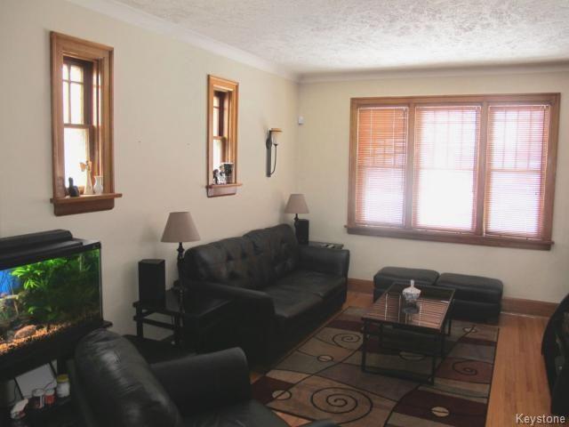 Photo 2: Photos:  in WINNIPEG: East Kildonan Residential for sale (North East Winnipeg)  : MLS®# 1401150
