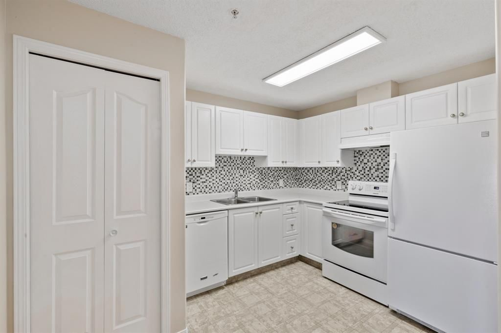 Photo 6: Photos: 205 5000 Somervale Court SW in Calgary: Somerset Apartment for sale : MLS®# A1101602