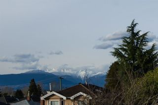 Photo 4: 2876 E 22ND Avenue in Vancouver: Renfrew Heights House for sale (Vancouver East)  : MLS®# R2577766