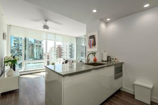 """Photo 2: 1010 1283 HOWE Street in Vancouver: Downtown VW Condo for sale in """"Tate"""" (Vancouver West)  : MLS®# R2607707"""