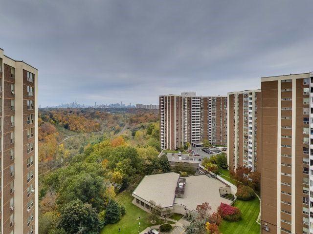Photo 13: Photos: 1812 60 Pavane Link Way in Toronto: Flemingdon Park Condo for sale (Toronto C11)  : MLS®# C3977697