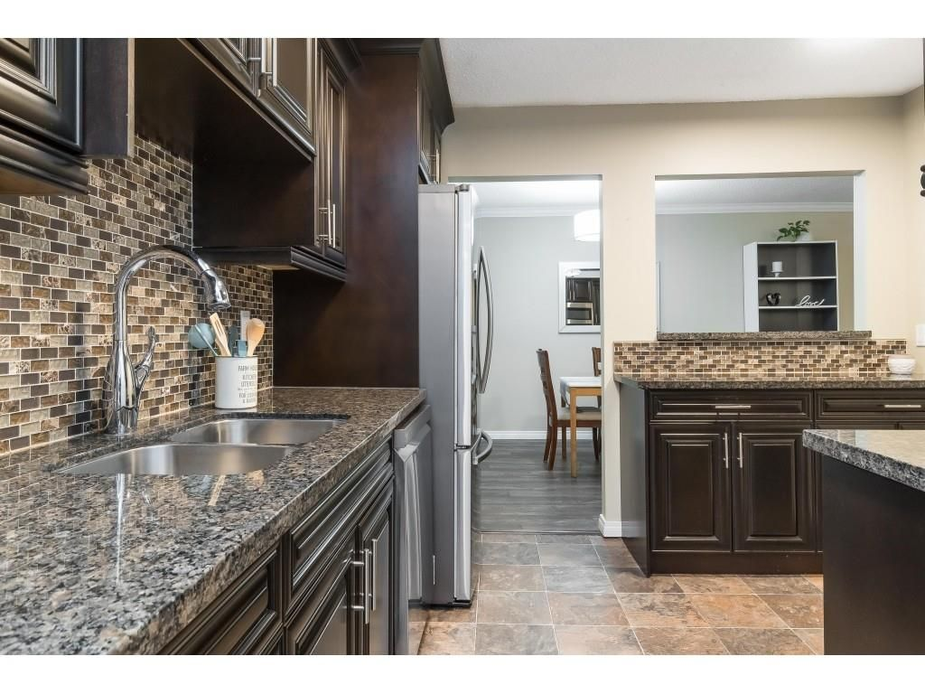 """Photo 4: Photos: 113 33400 BOURQUIN Place in Abbotsford: Central Abbotsford Condo for sale in """"Bakerview Place"""" : MLS®# R2523982"""
