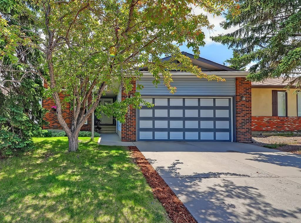 Photo 2: Photos: 7607 68 Avenue NW in Calgary: Silver Springs Detached for sale : MLS®# A1024824