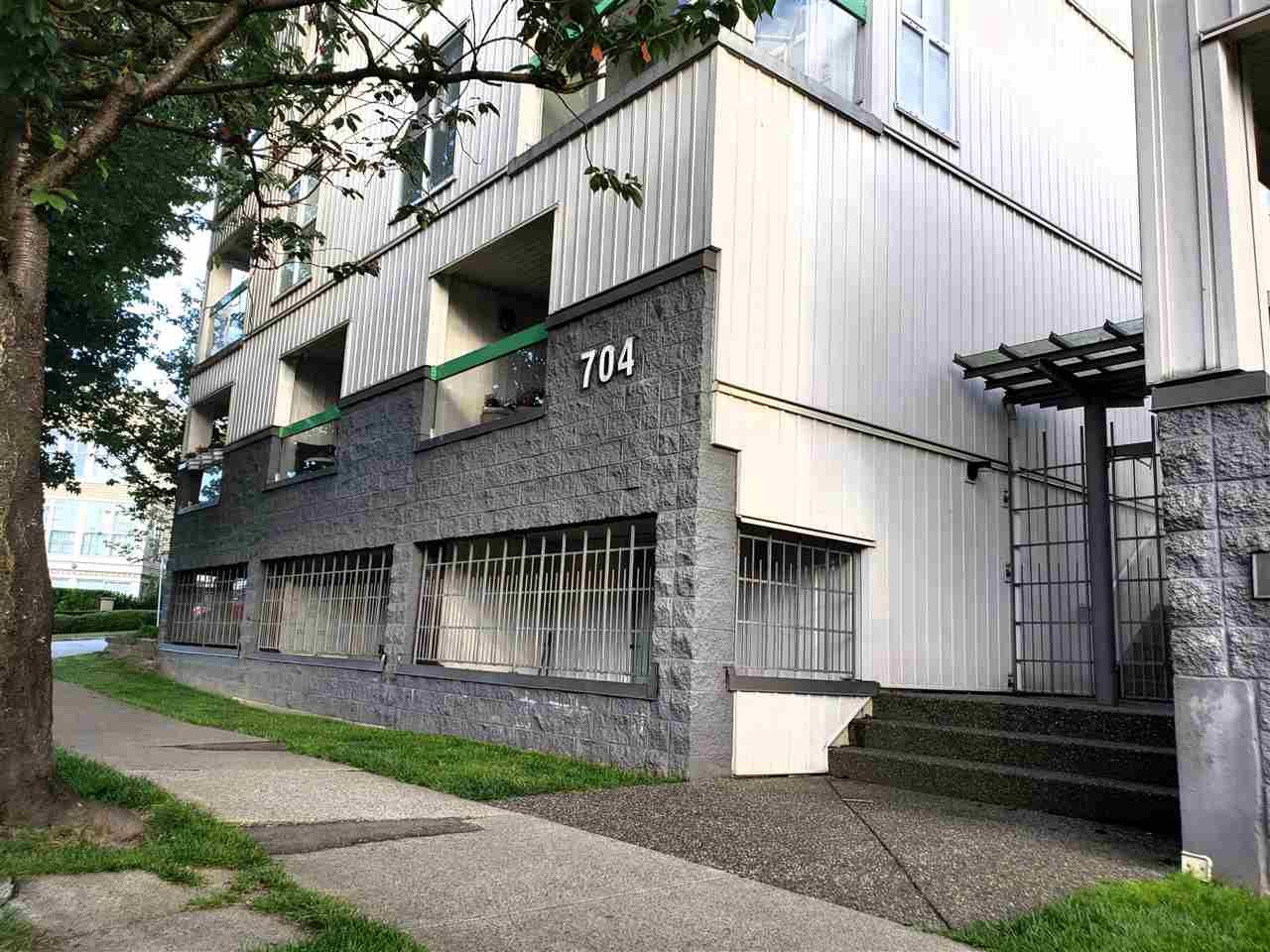 Main Photo: 19 704 W 7TH AVENUE in Vancouver: Fairview VW Condo for sale (Vancouver West)  : MLS®# R2470222
