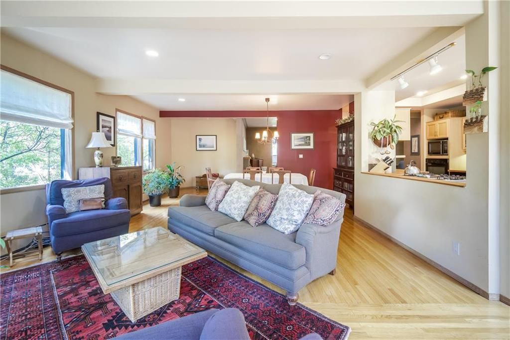Photo 6: Photos: 906 North Drive in Winnipeg: East Fort Garry Residential for sale (1J)  : MLS®# 202116251