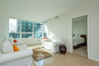 """Photo 7: 704 112 E 13TH Street in North Vancouver: Lower Lonsdale Condo for sale in """"CENTREVIEW"""" : MLS®# R2243856"""