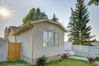 Photo 3: 25 Martinview Crescent NE in Calgary: Martindale Detached for sale : MLS®# A1107227