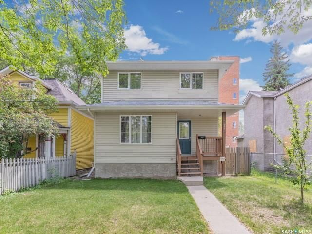 Main Photo: 214 E Avenue North in Saskatoon: Caswell Hill Residential for sale : MLS®# SK858863