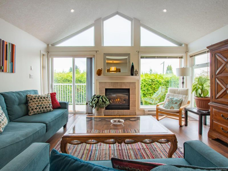 FEATURED LISTING: 9 - 571 Bradley St