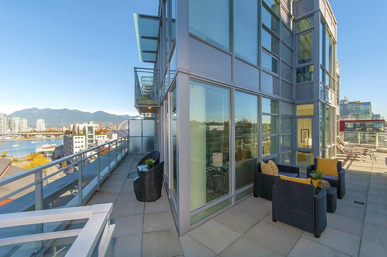 """Photo 2: Photos: 1101 88 W 1ST Avenue in Vancouver: False Creek Condo for sale in """"THE ONE"""" (Vancouver West)  : MLS®# R2234746"""