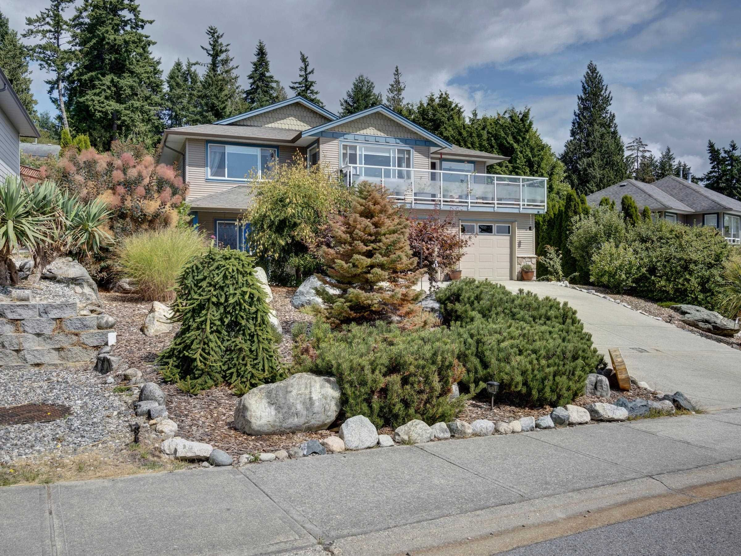 Main Photo: 6320 SAMRON Road in Sechelt: Sechelt District House for sale (Sunshine Coast)  : MLS®# R2614645