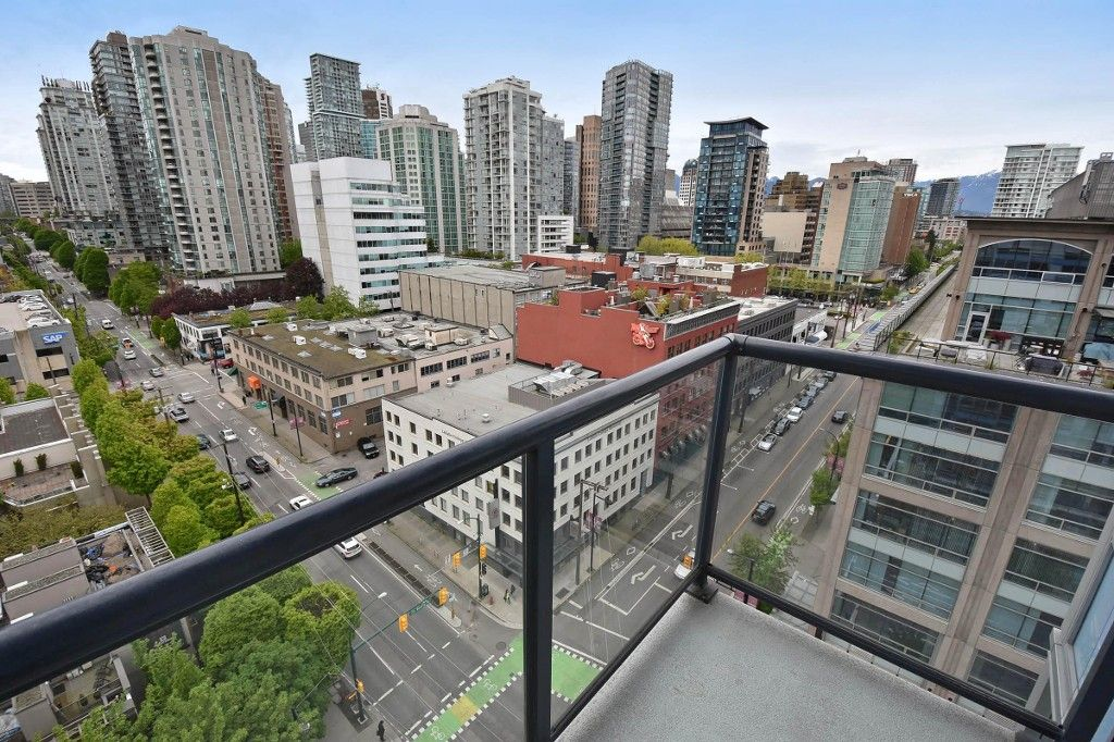 """Photo 16: Photos: 1708 928 BEATTY Street in Vancouver: Yaletown Condo for sale in """"MAX 1"""" (Vancouver West)  : MLS®# R2165040"""