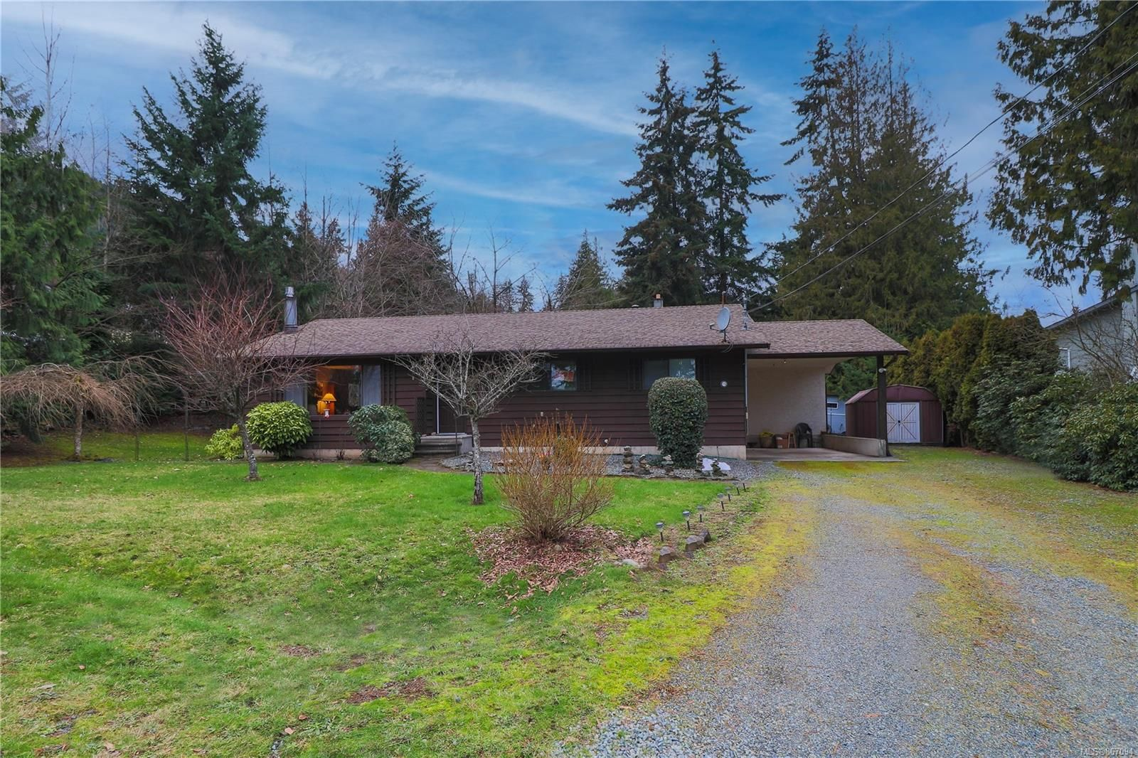 Main Photo: 203 Cadboro Pl in : Na University District House for sale (Nanaimo)  : MLS®# 867094