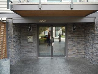 """Photo 2: 220 30525 CARDINAL Avenue in Abbotsford: Abbotsford West Condo for sale in """"Tamarind Westside"""" : MLS®# R2614517"""