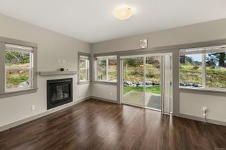 Photo 4: 15 Massey Pl in : VR Six Mile Row/Townhouse for sale (View Royal)  : MLS®# 868985