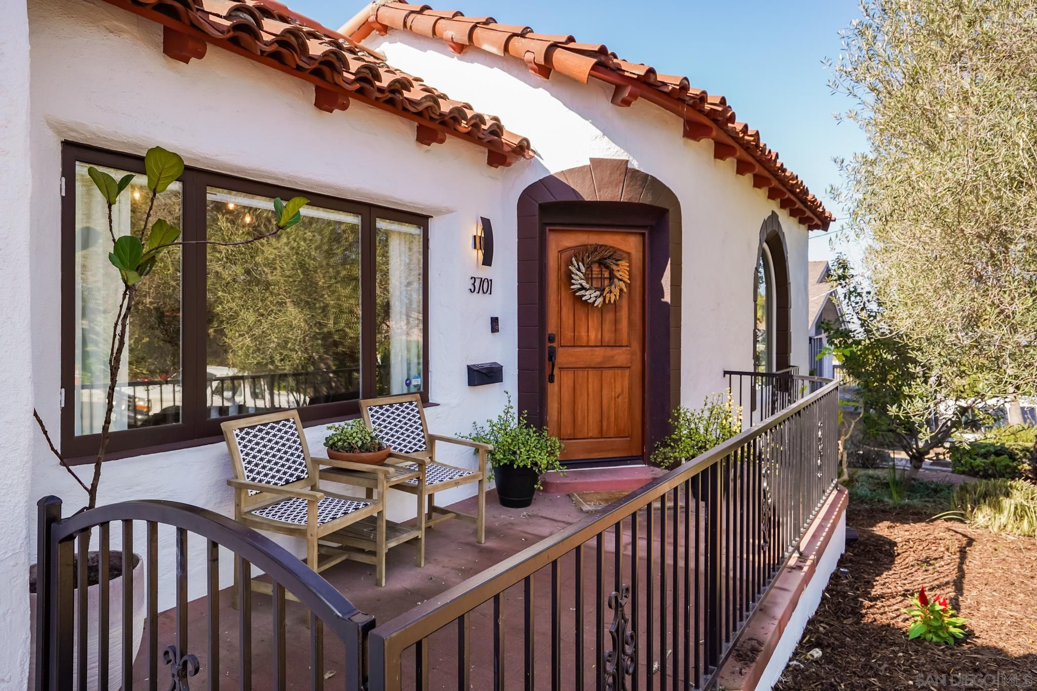 Main Photo: POINT LOMA House for sale : 4 bedrooms : 3701 Curtis St in San Diego