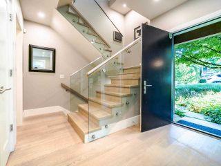 Photo 1: 2070 FULTON Avenue in West Vancouver: Ambleside 1/2 Duplex for sale : MLS®# R2488830